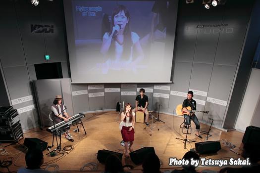 石橋沙弥香(from MUSIQUA)ライブ~Flying people×KDDIデザイニングスタジオ SP LIVE!!