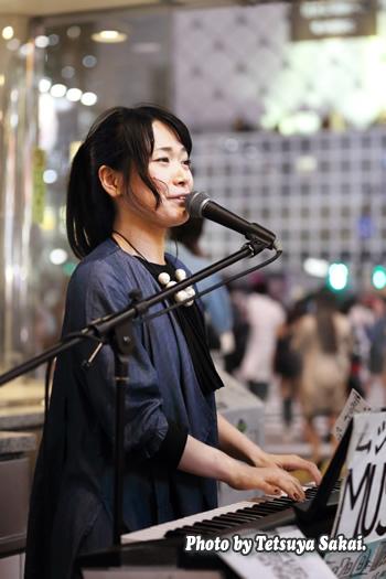 石橋沙弥香(MUSIQUA):路上ライブ