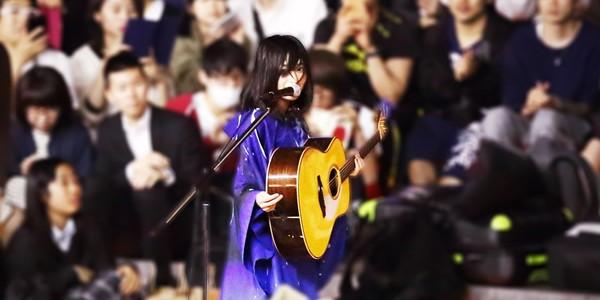 酸欠少女「さユり」新宿駅Suicaペンギン広場:路上ライブ2017 5/19