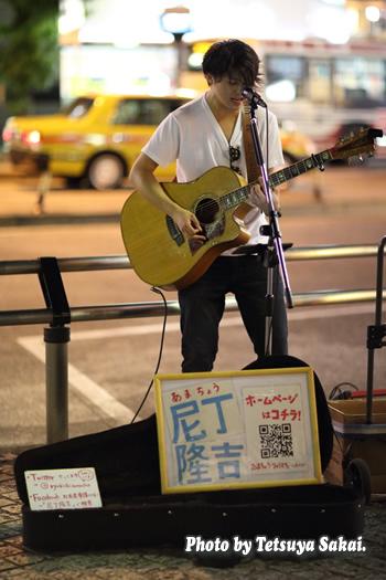 尼丁隆吉:池袋路上ライブ