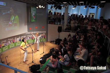 吉田山田:KDDIデザイニングスタジオ24時間テレビ33イベントライブ