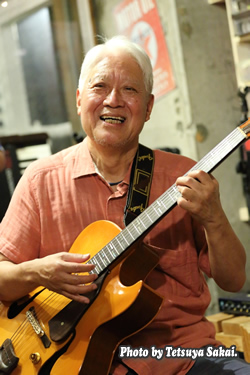 ギター:川野秀俊